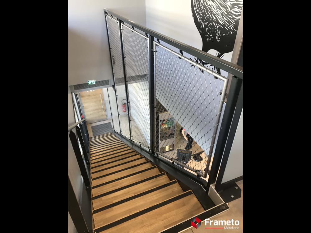 Escalier marche bois + filet inox
